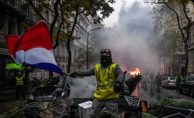 Fransa'da halk yönetimden memnun değil