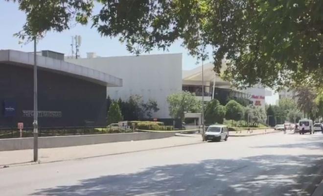 Gaziantep'te alışveriş merkezi önünde şüpheli paket alarmı