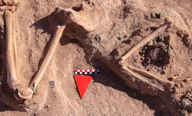 Takılarıyla beraber ama başsız bir şekilde gömülen kadın yönetici mezarı bulundu