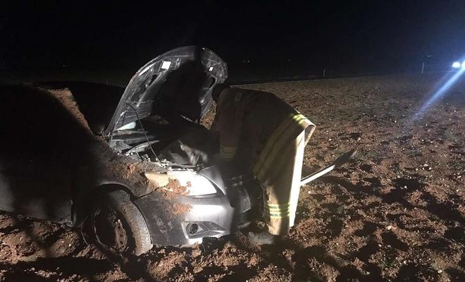Araba takla atıp hurdaya döndü ama sürücü...