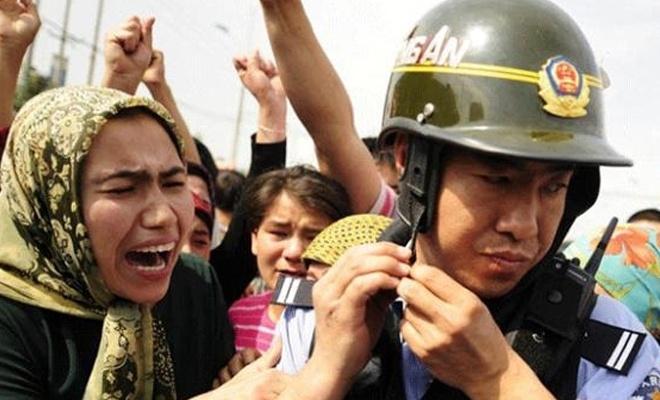 """Çin'in """"Uygur Türklerini casus yazılımlarla izlediği"""" iddia edildi"""