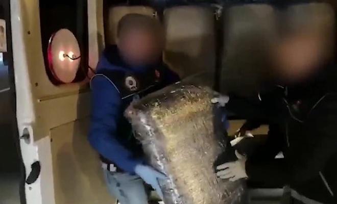 İstanbul'da 2 ton uyuşturucu, İzmir'de kaçak sigara yakalandı