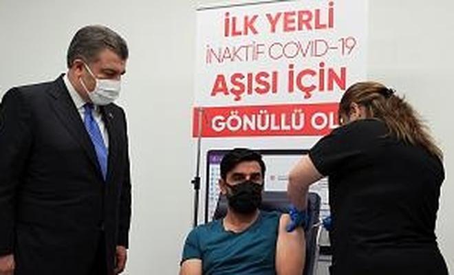 Yerli aşı 'TURKOVAC' faz 3 çalışması kapsamında gönüllülere uygulanıyor