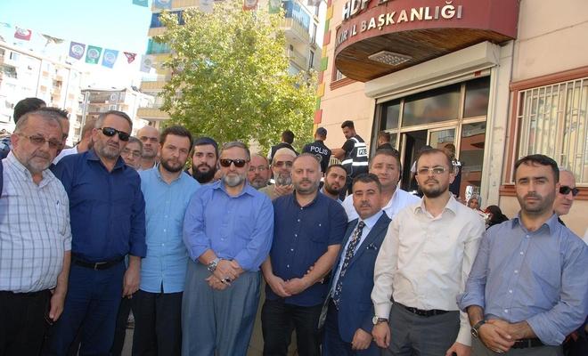 İstanbul din görevlilerinden evlat nöbetindeki ailelere destek ziyareti