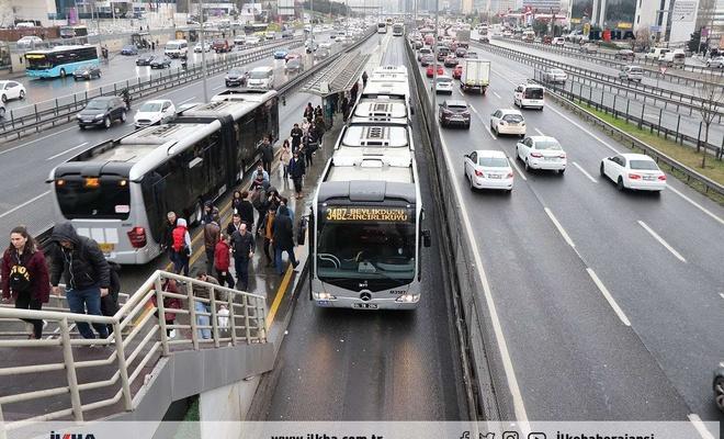 İstanbul'da sağlıkçılar toplu taşıma ve İSPARK'ı ücretsiz kullanmaya devam edecek