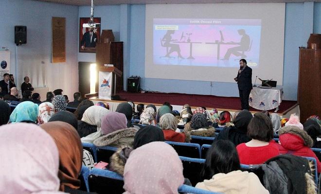 """Ağrı'da """"Aile ve Sosyal Medya'da Mahremiyet"""" konferansı düzenlendi"""