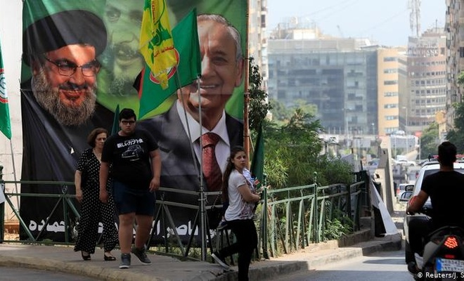 Lübnan'da bazı milletvekillerinin ayrıcalıklı olarak Kovid-19 aşısı yaptırdığı iddiaları tartışılıyor