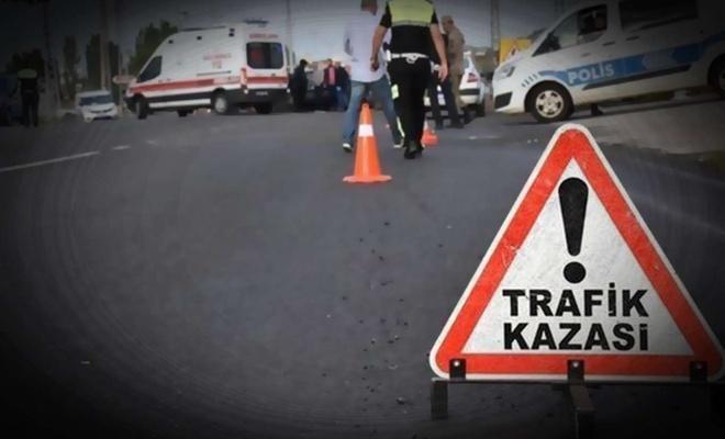 Tarım işçilerinin bulunduğu midibüs ile hafif ticari araç çarpıştı: 1 ölü 23 yaralı
