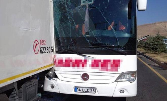 Erzincan'da  kaza: 26 kişi yaralandı