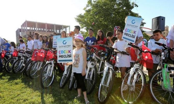 300 öğrenciye bisiklet dağıtıldı