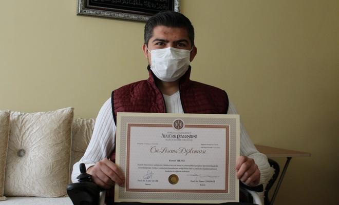 Ankara'da fiziksel engelli Kemal, 7'nci üniversitesini okuyor