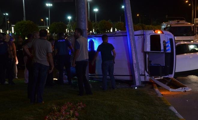 Karaman`da polis aracı ile otomobil çarpıştı: 3 yaralı