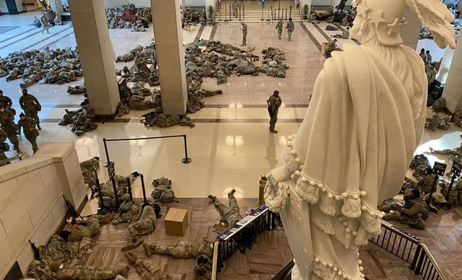 Kendi halkından korkar hale gelen ABD, Kongre binasını kışlaya çevirdi!