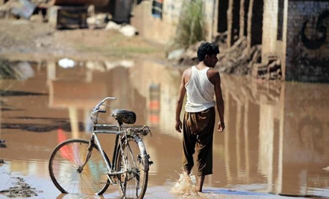 Pakistan'da şiddetli yağış, sel ve toprak kayması: 24 kişi öldü!
