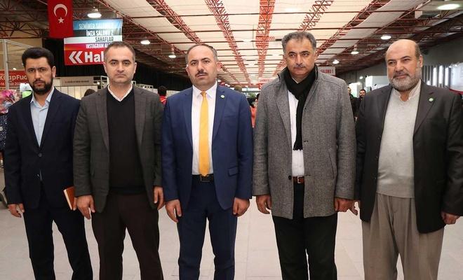 HÜDA PAR İstanbul İl Başkanı Elibüyük kitap fuarını ziyaret etti