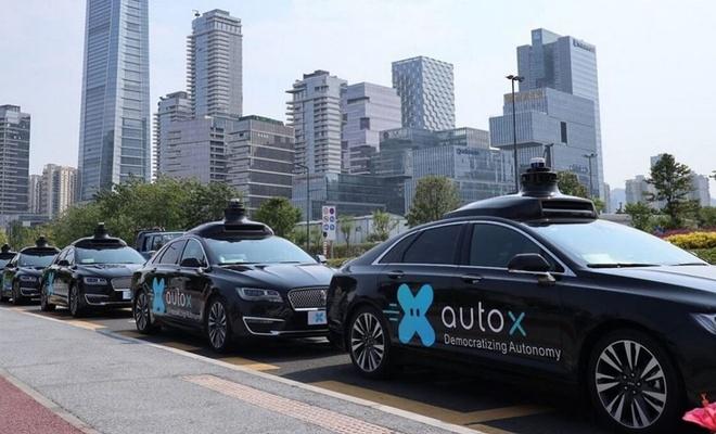 Çin'de sürücüsüz robot taksiler halkın kullanımına açılıyor