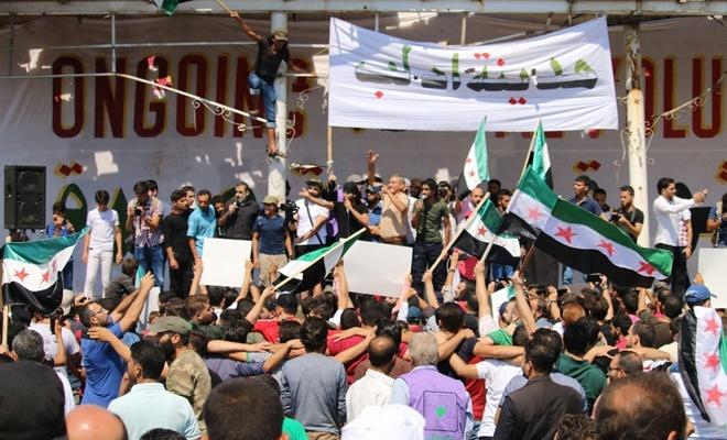 İdlib'deki siviller, rejim ve Rusya'yı protestoyu sürdürüyor