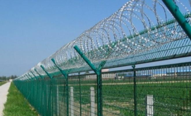 Yunanistan'dan mülteciler için insanlık dışı talep: Çitlere elektrik verelim