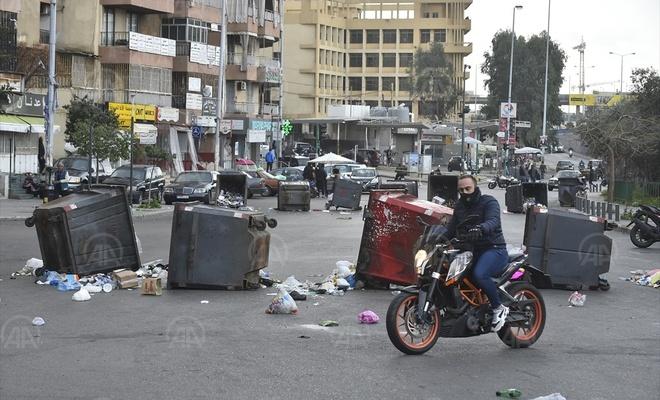 """Lübnan'da """"hayat koşulları ve doların yükselmesi"""" protesto edildi"""