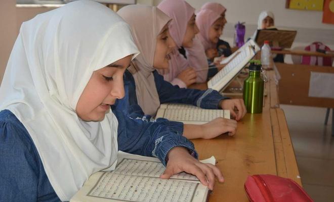 İmam hatipli öğrenciler Kur'an hafızlığı için ter döküyor