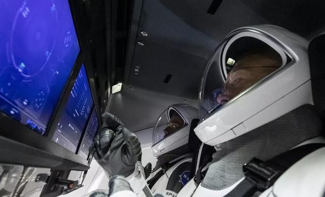 SpaceX: Özel sektör ilk kez uzaya insan gönderdi