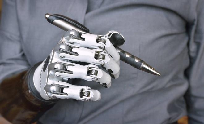 İnsan ile makinenin birleşimi: Cyborg?