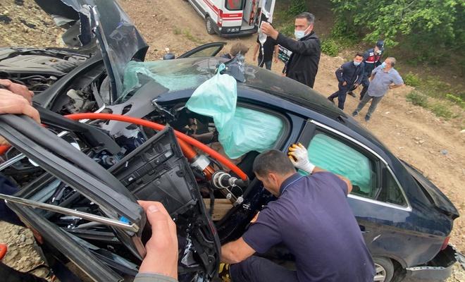 Seyir halindeki TIR'dan düşen yük, 4 kişiyi ağır yaraladı