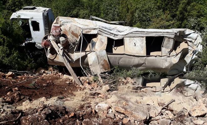 Uçuruma yuvarlanan tankerin şoförü hayatını kaybetti