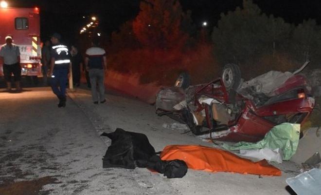 Afyon`da İki Otomobil Çarpıştı: 3 Ölü, 6 Yaralı