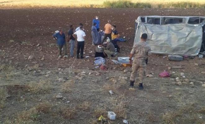 Mardin'de minibüs devrildi: Çok sayıda yaralı var