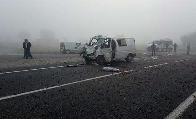 Bursa'da trafik kazası: 1 ölü, 2 kişi ağır yaralandı.