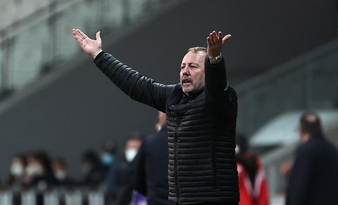 Beşiktaş evinde Karagümrük'e 2 golle yenildi