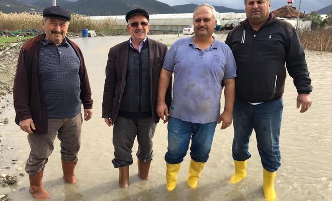 Antalya Kaş'taki sağanak ve doludan 35 dekar sera alanı zarar gördü