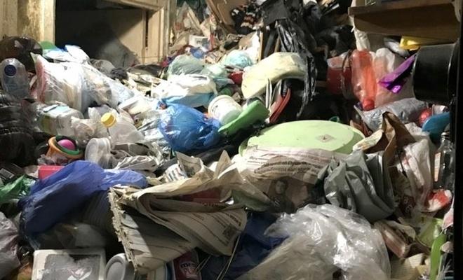 Çöp evde yaşlı çiftin çürümüş cesedi bulundu