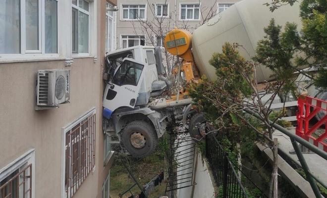 Beşiktaş'ta beton mikseri 7 katlı binaya çarptı