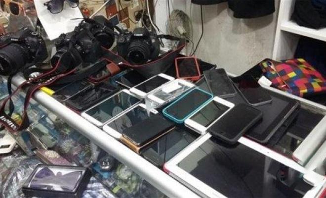 Havaalanlarında unutulan eşyalar satışa çıktı, Sudan ucuz...