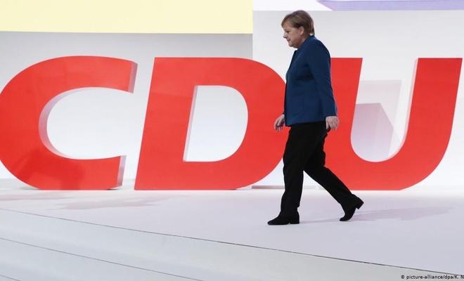 Burası Almanya.... israile terörist derseniz istifanızı isterler