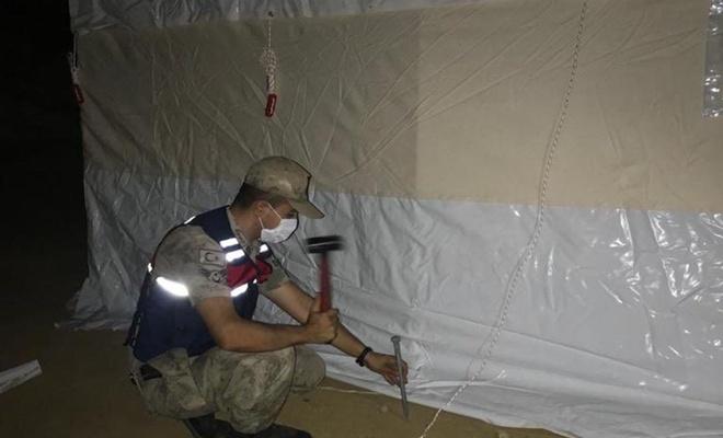 Depremde evleri zarar görenlere çadır kurulmaya başlandı