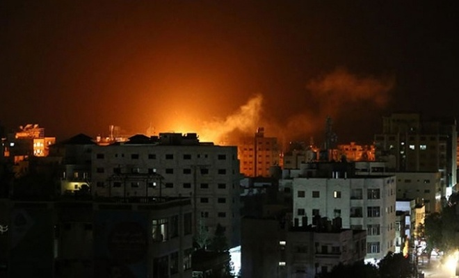 İşgal çetesi hava saldırılarıyla Gazze'yi vurdu