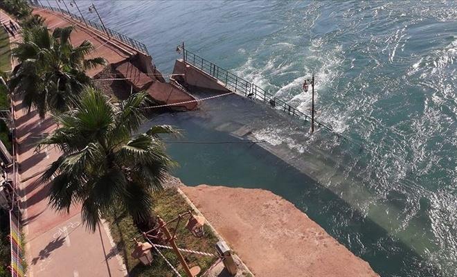 Fırat Nehri'nde su seviyesinin yükselmesi yıkıma neden oldu