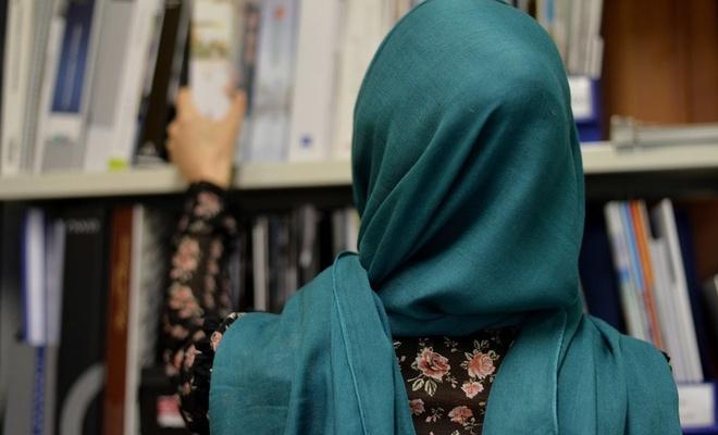 İki Müslüman öğretmen başörtüleri nedeniyle işsiz kaldı!