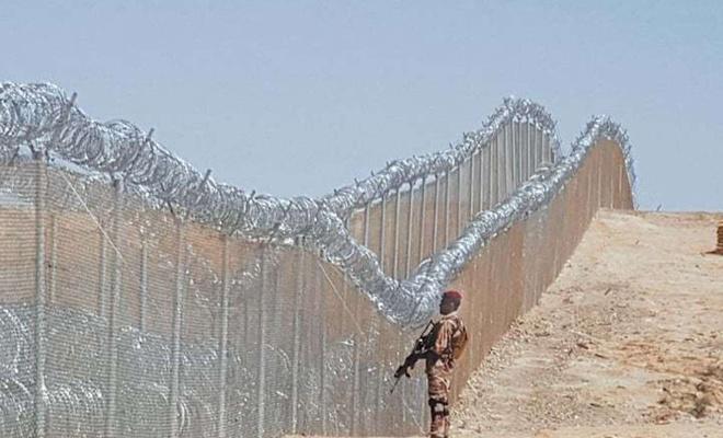 Pakistan Afganistan sınırına tel örgü çekiyor