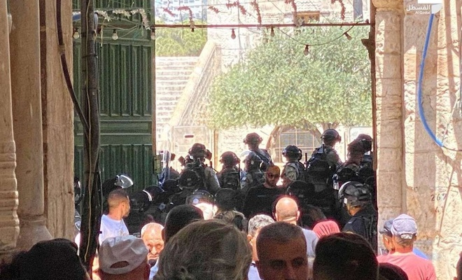 Zionist forces attack Palestinian worshipers at Al Aqsa Mosque