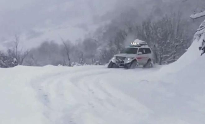 Kastamonu'da paletli kar ambulansıyla hastaya ulaşıldı