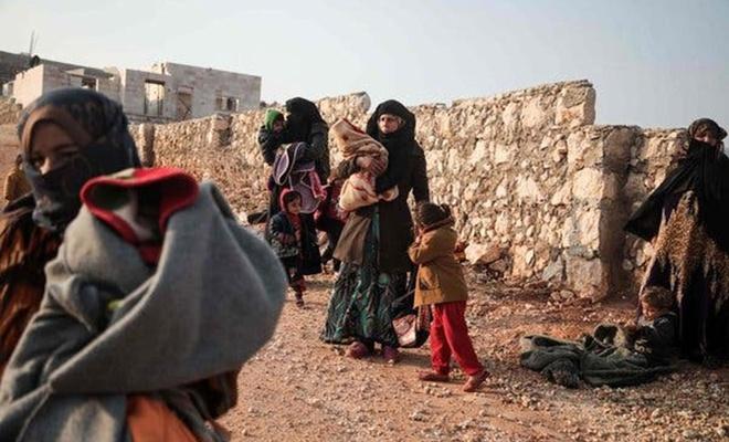Binlerce sivil Türkiye sınırına göç ediyor