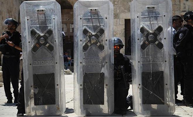 Terörist israil polisi Mescid-i Aksa'nın tüm kapılarını kapattı