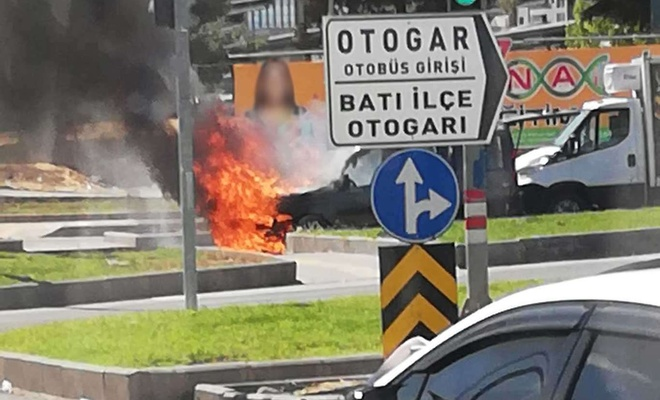 Diyarbakır'da bir araç alev alev yandı