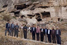 Alimler şehit mezarlıklarını ve tarihi yerleri gezdi