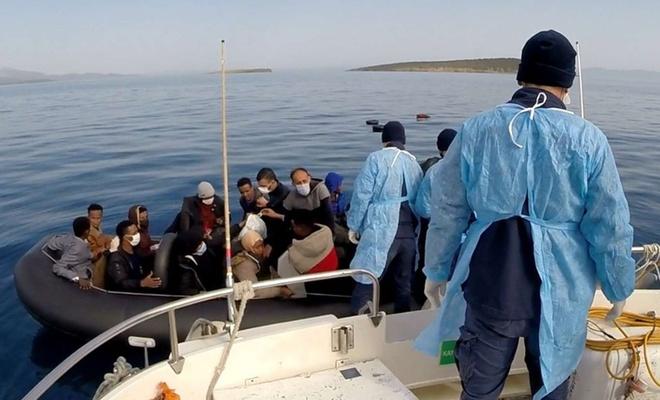 Balıkesir açıklarında 63 düzensiz göçmen kurtarıldı