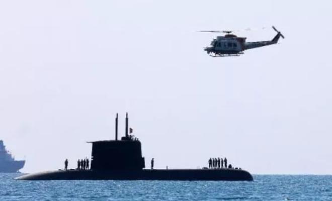 Antalya sahillerinde aniden beliren denizaltı büyük ilgi gördü